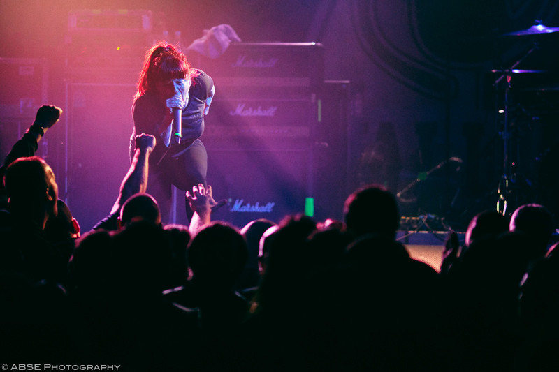 http://music.absephotography.com/wp-content/uploads/2019/02/walls-of-jericho-metalcore-hardcore-mad-tourbooking-bakstage-munich-germany-concert-017-800x533.jpg